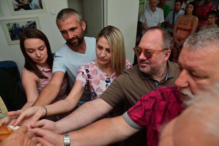 Градски одбор СПО Нови Сад предвођен председником ГО Миланом Ђукићем обележио је славу странке, Видовдан.